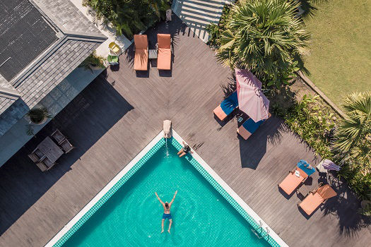 How Does Having a Swimming Pool Improve Emotional Wellbeing?