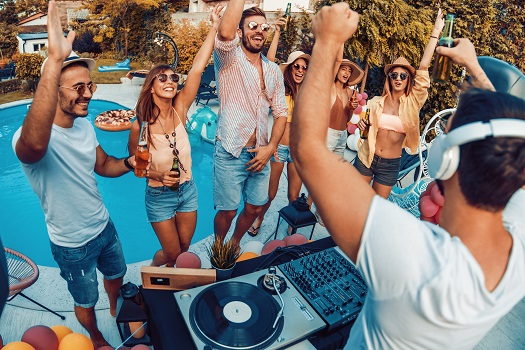 5 Fantastic Types of Pool Parties