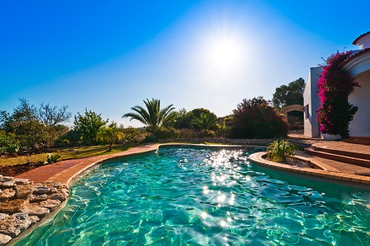 Does a Saltwater Pool Destroy Bacteria?